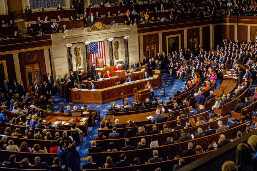 Ισχυρές πιέσεις στον Τραμπ, εντός ΗΠΑ, με «βροχή» νομοσχεδίων για επιβολή κυρώσεων στην Τουρκία