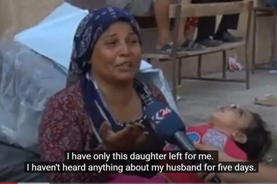 Βίντεο-σοκ από τη Συρία: Μητέρα κρατά στην αγκαλιά της το ετοιμοθάνατο παιδί της και ξεσπά