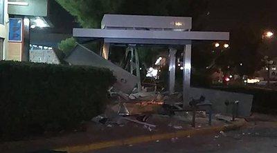 Εκρηξη ισοπέδωσε ΑΤΜ στη Γλυφάδα - Ένας τραυματίας