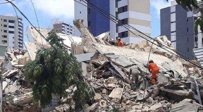 Βραζιλία: Πέντε πτώματα ανασύρθηκαν από τα ερείπια επταώροφης πολυκατοικίας - Πέντε άνθρωποι αγνοούνται