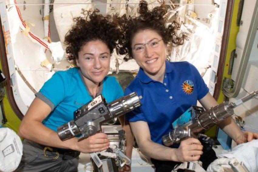 Ο πρώτος αποκλειστικά γυναικείος διαστημικός περίπατος από δύο αστροναύτες της NASA - ΒΙΝΤΕΟ