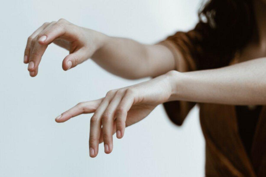 Υπάρχει ένα σημείο που ξεχνάς όποτε βάζεις κρέμα χεριών και είναι κρίμα...