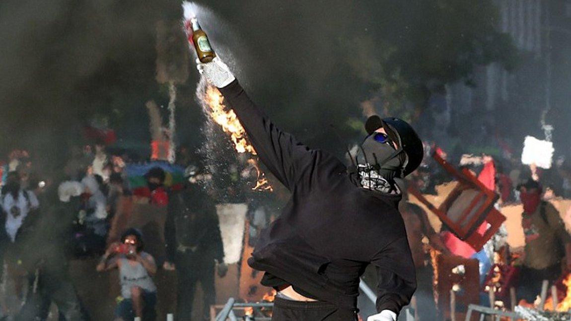 Χάος στη Χιλή - Αυστηρότερα μέτρα για τους «ταραχοποιούς» ανακοίνωσε ο Πινιέρα