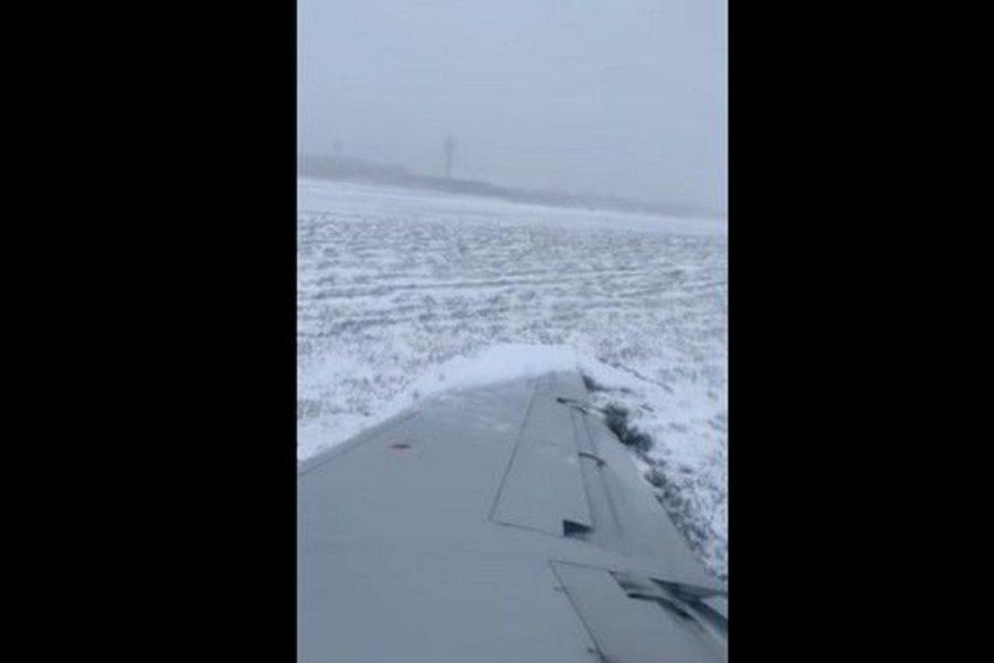 Στιγμές τρόμου στο αεροδρόμιο του Σικάγο: Αεροσκάφος γλίστρησε στον παγωμένο διάδρομο - Ούρλιαζαν οι επιβάτες