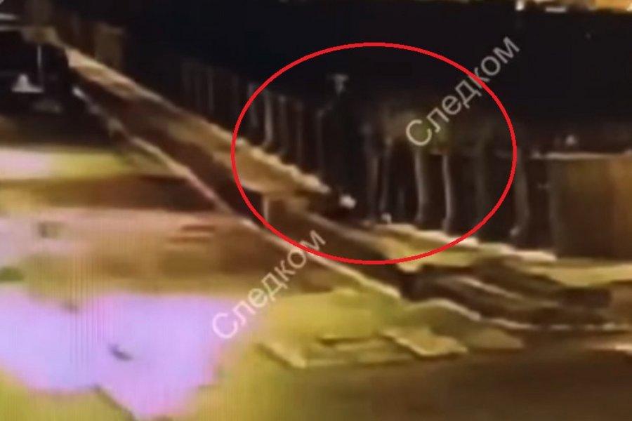 Βίντεο ντοκουμέντο από τη στιγμή που ο Ρώσος ιστορικός πετάει τη σορό της φοιτήτριας στο ποτάμι