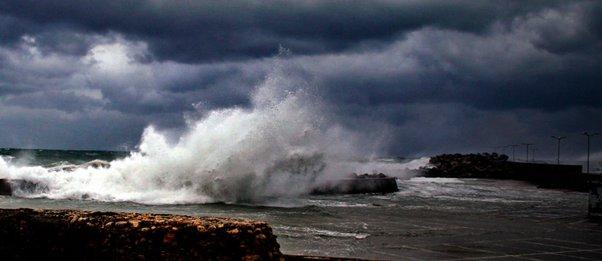 Αγριεύει η «Βικτώρια»: Βροχές, καταιγίδες και ισχυροί νοτιάδες έως 10 μποφόρ - Πώς θα κινηθεί η κακοκαιρία