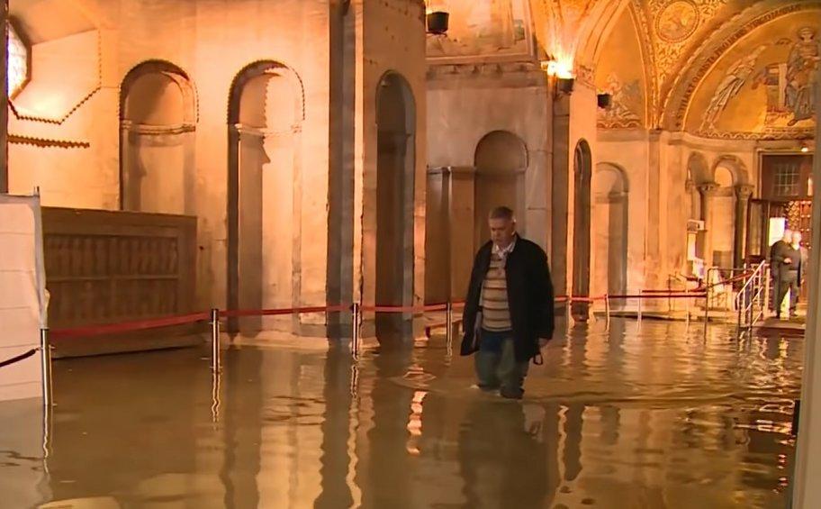 Σε κατάσταση καταστροφής κηρύχθηκε η Βενετία: Δυο νεκροί στη δεύτερη μεγαλύτερη πλημμύρα στην ιστορία της πόλης
