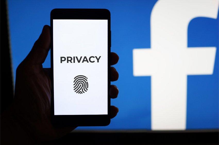 Facebook: Bug στο iOS app ανοίγει την κάμερα χωρίς να το γνωρίζετε