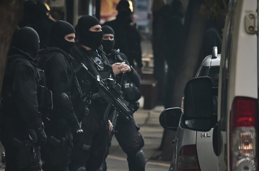 Αστυνομική επιχείρηση στα Εξάρχεια – Τι εντόπισαν σε κτίριο οι Αρχές