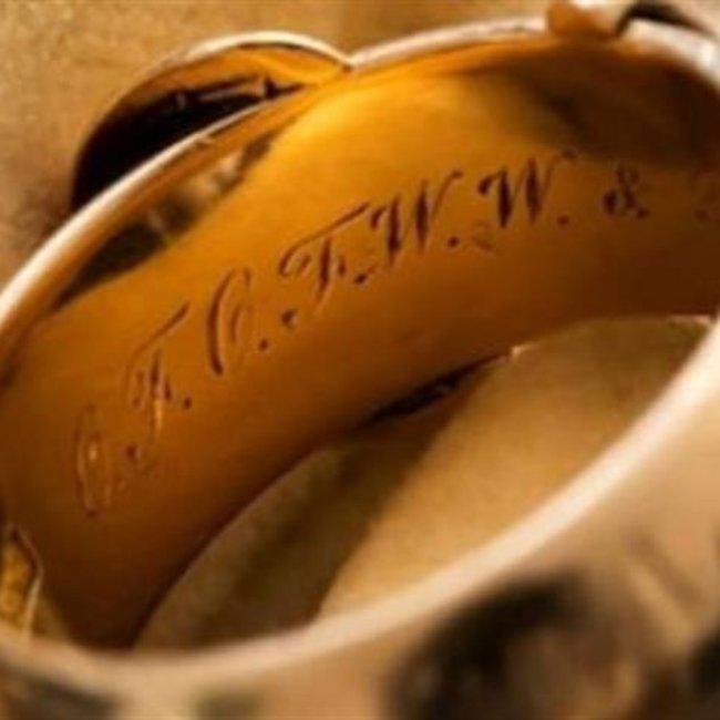 Βρέθηκε το κλεμμένο δαχτυλίδι του Όσκαρ Ουάιλντ με την αφιέρωση στα αρχαία ελληνικά