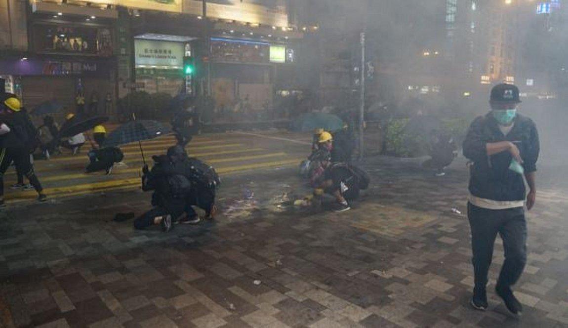 Φλέγεται το Χονγκ Κονγκ: Εγκλωβισμένοι στο Πολυτεχνείο δεκάδες διαδηλωτές