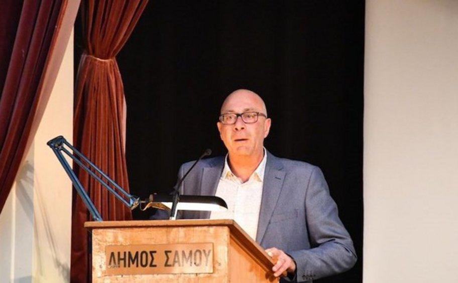 Ο δήμαρχος Σάμου απειλεί με παραίτηση μετά τις εξαγγελίες της κυβέρνησης για το προσφυγικό