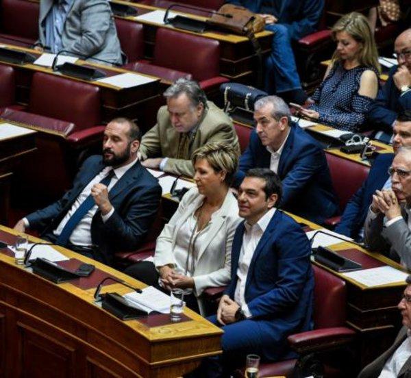 ΣΥΡΙΖΑ: «Ναι» επί της αρχής και των άρθρων του ν/σ για την ψήφο των αποδήμων - «Παρών» για τον τρόπο εγγραφής στους καταλόγους