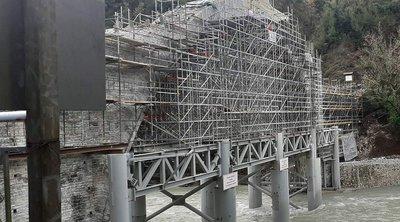 Όρθιο και πάλι το γεφύρι της Πλάκας, στα Τζουμέρκα - Τοποθετήθηκε ο κλειδόλιθος στην καμάρα του