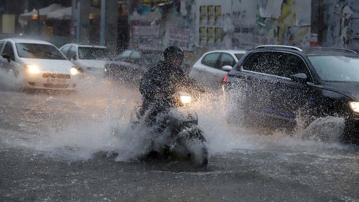 Η «Διδώ» προ των πυλών: Έρχονται ισχυρές βροχές και καταιγίδες – Οι περιοχές που θα «χτυπήσει» σε χάρτες της ΕΜΥ