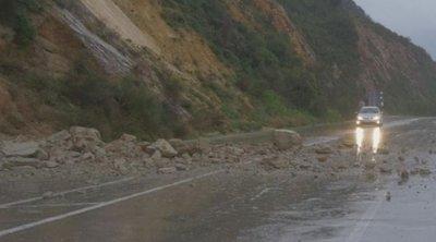 Ισχυρές βροχές και χιόνια στα Τρίκαλα: Επεσαν βράχοι, φούσκωσαν ποταμοί