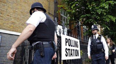 Βρετανικές εκλογές: Ενισχυμένα τα μέτρα ασφαλείας έπειτα από περιστατικά παρενόχλησης κι εξύβρισης υποψηφίων