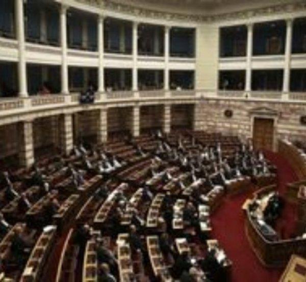Ψηφίστηκε το σχέδιο «ΗΡΑΚΛΗΣ» για τα κόκκινα δάνεια, με τις ψήφους της ΝΔ
