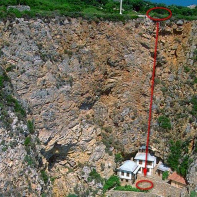 Τραγωδία στο Άγιον Όρος με νεκρό προσκυνητή - Έπεσε στον γκρεμό κρατώντας μία εικόνα της Παναγίας