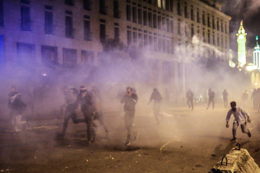 Δεκάδες τραυματίες σε νέα νύχτα ταραχών στον Λίβανο