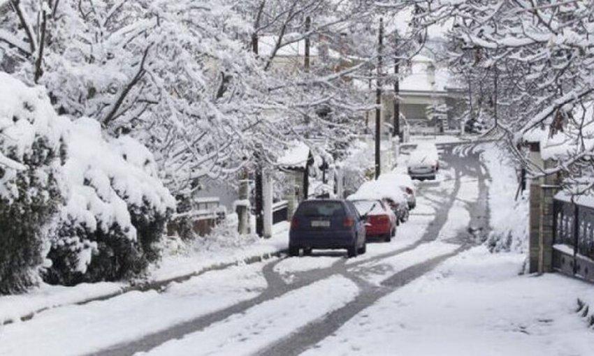 Διακόπηκε η κυκλοφορία λόγω χιονόπτωσης στον Υμηττό και την περιφερειακή Πεντέλης