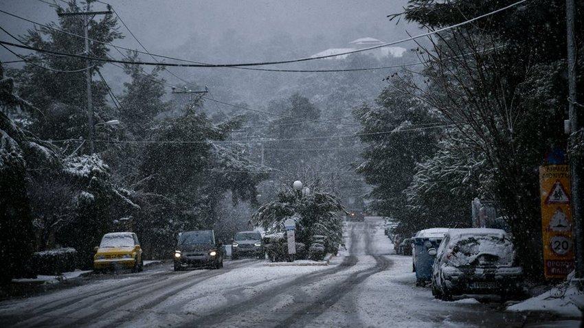 Ο Ηφαιστίωνας «πάγωσε» τη χώρα: Χιόνισε στα βόρεια προάστια της Αθήνας - Πώς θα εξελιχθεί η κακοκαιρία