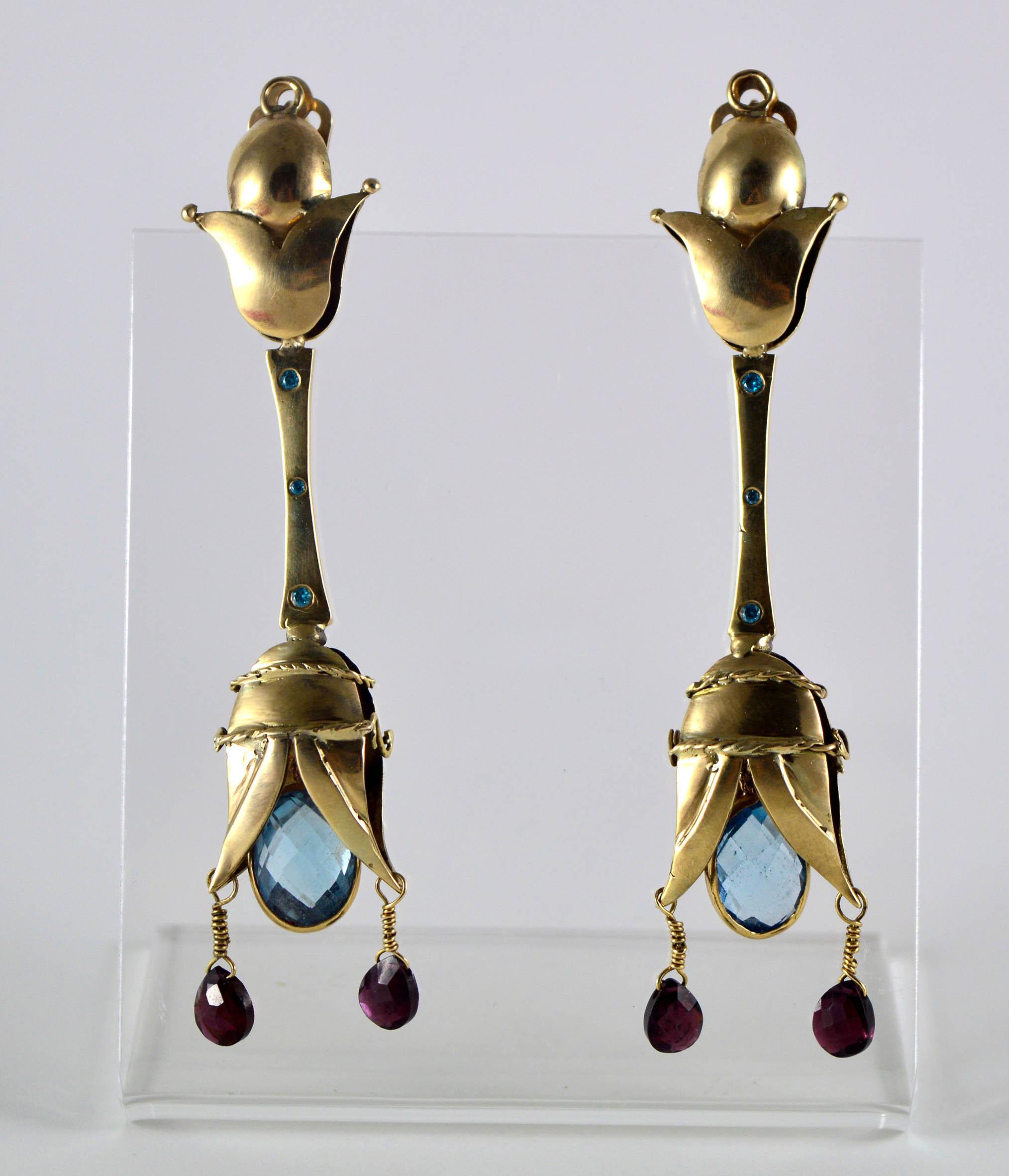 Ηρώ Ξενάκη, Σκουλαρίκια, υλικό: χρυσό 14κ, πέτρες: τοπάζι, ζιργκόν, γρανάτης