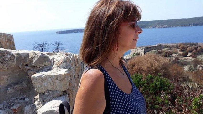 Σακελλαροπούλου: Η ζωή της μέσα από το Facebook - Τα παιδικά χρόνια και η αγάπη για τα ταξίδια