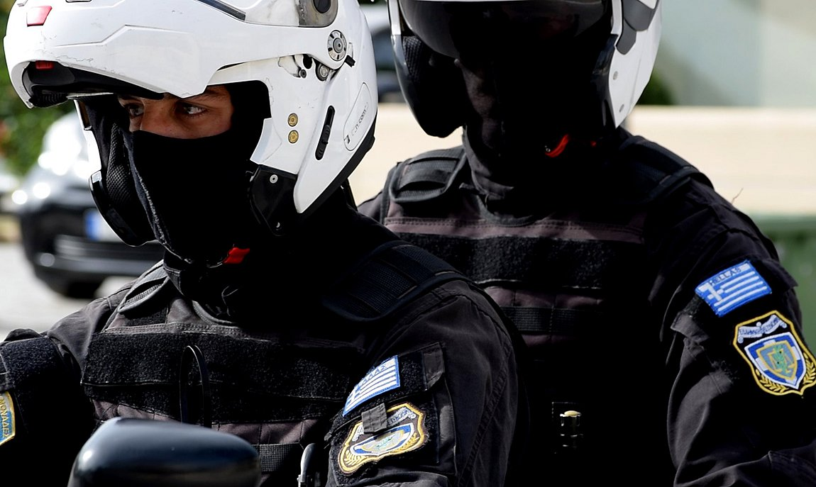 Αστυνομικοί της ΔΙΑΣ έσωσαν παιδάκι ενός έτους από πνιγμό στο Περιστέρι