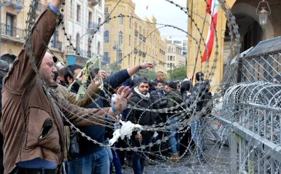 Λίβανος: Περισσότεροι από 220 τραυματίες σε συγκρούσεις μεταξύ διαδηλωτών και δυνάμεων της τάξης