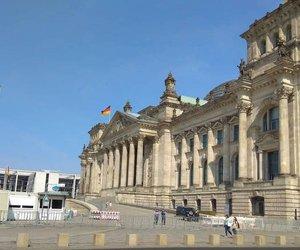 Βερολίνο: Στις 3:00 η Διάσκεψη για τη Λιβύη - Στο ξενοδοχείο θα περιμένουν την απόφαση Σάρατζ και Χαφτάρ