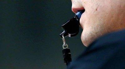 Τρόμος σε γήπεδο: Διαιτητής έβγαλε όπλο - ΒΙΝΤΕΟ