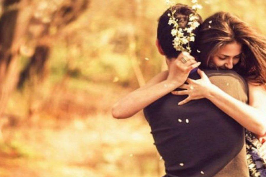 Παγκόσμια Ημέρα Αγκαλιάς: 3 λόγοι για να κάνεις αγκαλιές κάθε μέρα