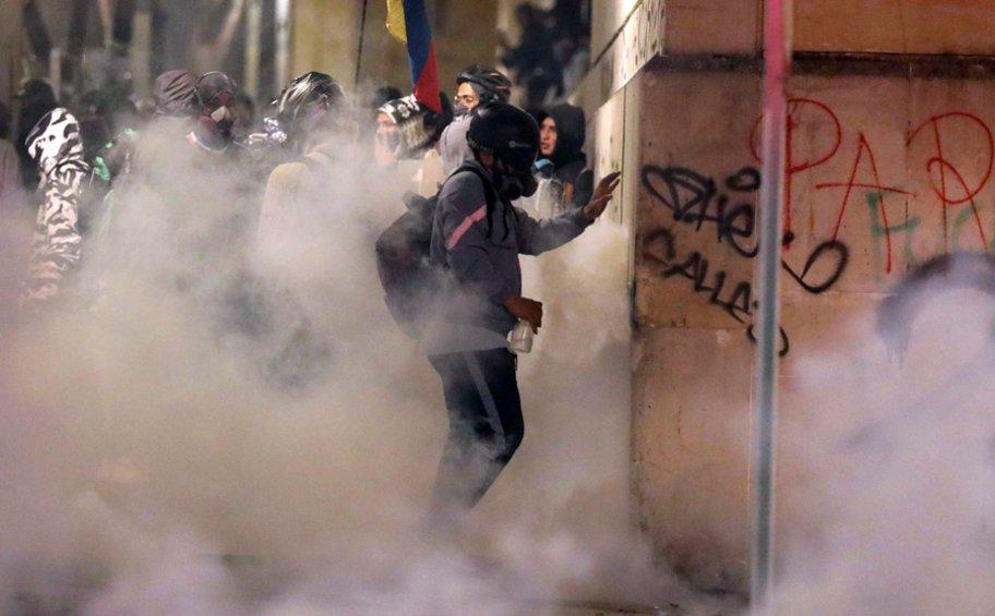 Κολομβία: Βίαια επεισόδια στην πρώτη μεγάλη διαδήλωση του 2020 κατά των οικονομικών μέτρων της κυβέρνησης Ντούκε