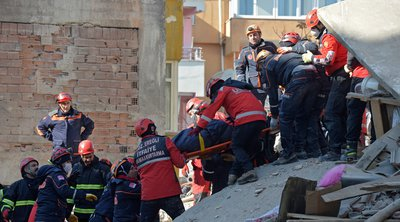 Τουρκία: Εξανεμίζονται οι ελπίδες για τον εντοπισμό επιζώντων στα συντρίμμια που άφησε πίσω του ο σεισμός των 6,8 βαθμών
