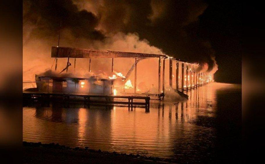 ΗΠΑ: Οκτώ νεκροί από πυρκαγιά σε σκάφη-πλωτά σπίτια στον ποταμό Τενεσί
