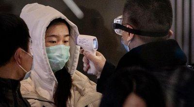 Πανικός στο Χονγκ Κονγκ λόγω κορωνοϊού: Ληστές με την απειλή μαχαριού αφαίρεσαν από διανομέα... 600 χαρτιά υγείας