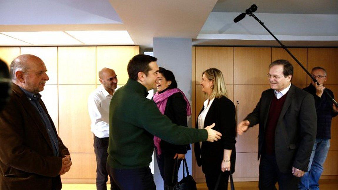 """Ο Αλέξης Τσίπρας δίπλα στους Έλληνες δημιουργούς: """"Άμεσα η αδειοδότηση του φορέα συλλογικής διαχείρισης πνευματικών δικαιωμάτων"""" (VIDEO)"""