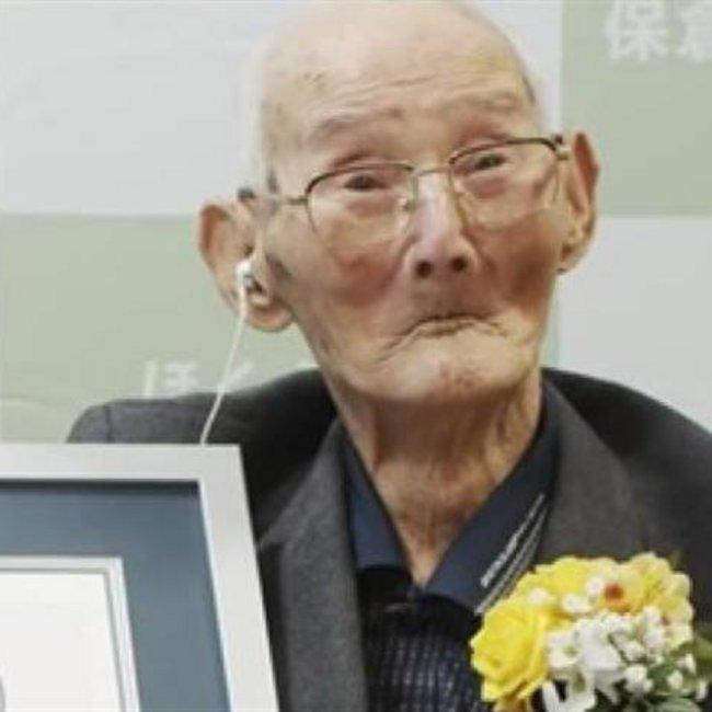 Αυτός είναι ο γηραιότερος άντρας στον κόσμο - Αφοπλιστική η απάντησή του για το μυστικό της μακροζωίας