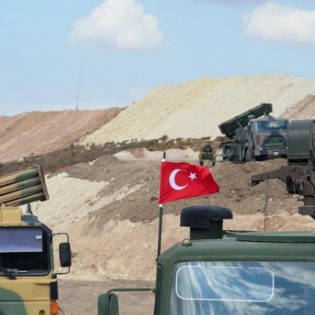 Η Τουρκία αποσύρει δυνάμεις από τα σύνορα με τον Έβρο και τις στέλνει στη Συρία