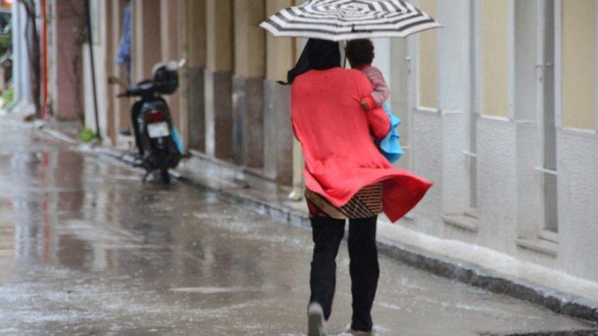 Ισχυρές καταιγίδες σε Ρόδο, Σάμο, Φούρνους, Χίο, Εύβοια - Φτιάχνει ο καιρός την Κυριακή