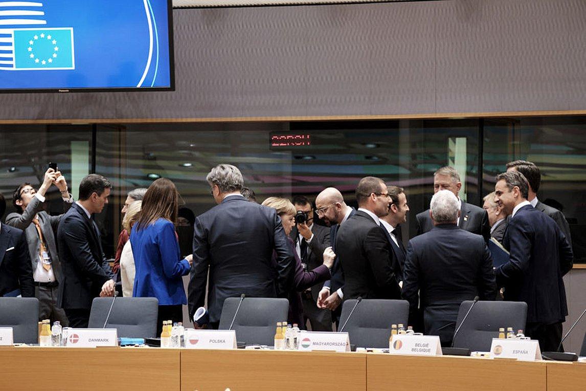 Σκληρές διαπραγματεύσεις για τον προϋπολογισμό καθυστερούν την έναρξη της Συνόδου της ΕΕ