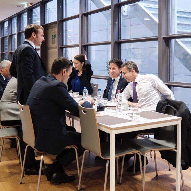 Το μπρα ντε φερ, το παρασκήνιο και το δείπνο Μητσοτάκη με 6 ηγέτες στις Βρυξέλλες
