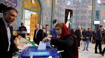 Βουλευτικές εκλογές Ιράν: Ψηφοδέλτιο με υποψήφιους που συνδέονται με τους Φρουρούς της Επανάστασης προηγείται στην Τεχεράνη