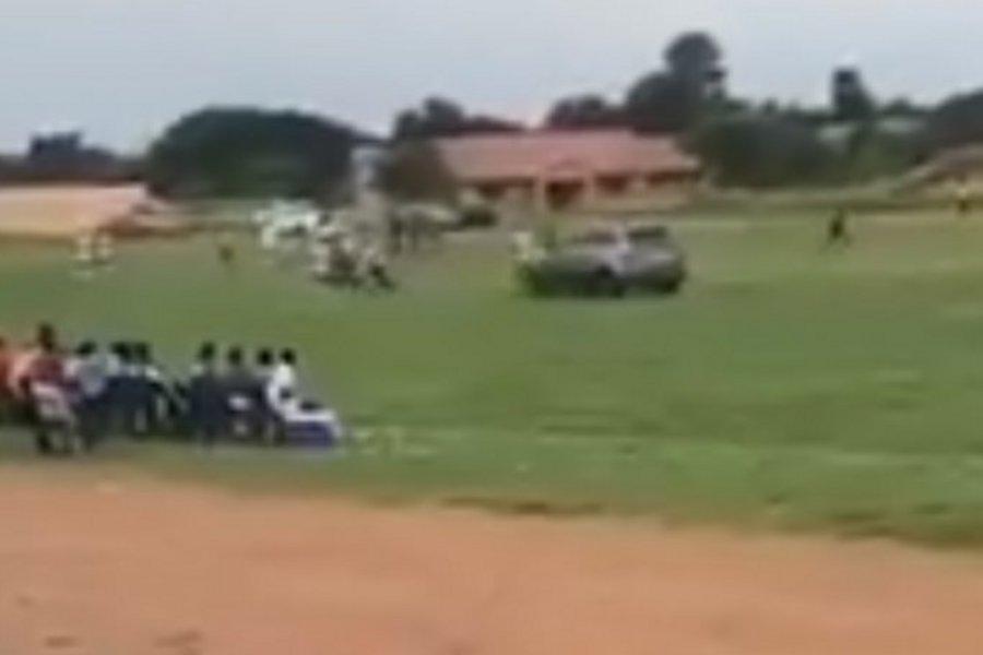 ΒΙΝΤΕΟ: Οπαδός κυνηγούσε τον διαιτητή μέσα στο γήπεδο με το τζιπ