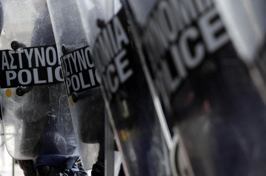 Αστυνομικός τράβηξε όπλο μέσα στην ΑΣΟΕΕ - ΕΛΑΣ: Του επιτέθηκαν 30 άτομα, διατάχθηκε ΕΔΕ - ΒΙΝΤΕΟ