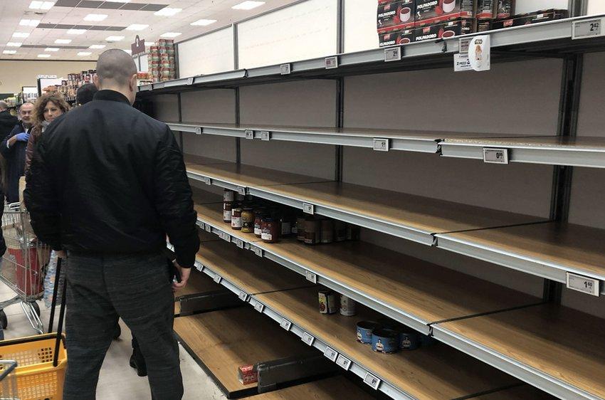 Κορωνοϊός: Αυξάνονται τα κρούσματα στην Ιταλία - Στους 5 οι νεκροί - Αδειάζουν τα ράφια των σούπερ μάρκετ