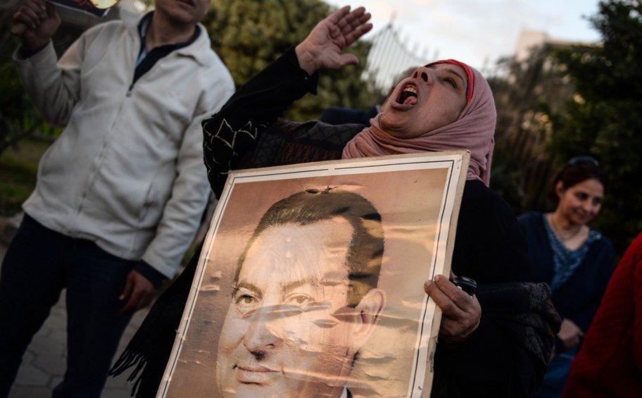 Τριήμερο πένθος στην Αίγυπτο: Την Τετάρτη με στρατιωτική κηδεία θα ταφεί ο Χόσνι Μουμπάρακ