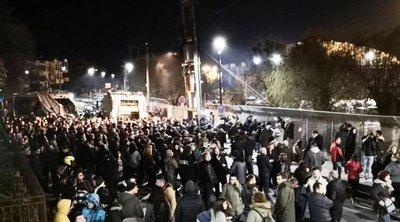 Νύχτα έντασης σε Χίο-Λέσβο: Σε θέση μάχης απέναντι στα ΜΑΤ οι κάτοικοι - Σφοδρές αντιδράσεις κατά ΝΔ από ΣΥΡΙΖΑ-ΚΙΝΑΛ-ΚΚΕ