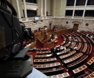 Σύγκρουση στη Βουλή για το μεταναστευτικό